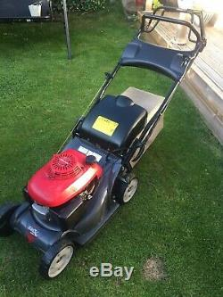 Self propelled honda petrol lawnmower